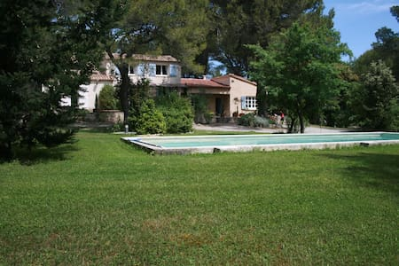 The Amarine: Large and comfortable villa - Lambesc
