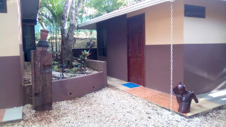 Private Room for Nature Enthusiast, 8-min to Beach
