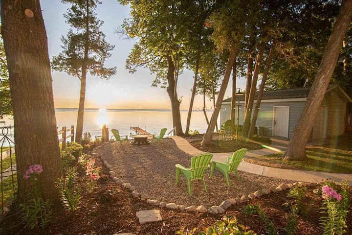 Picturesque Door County Waterfront Cottage!