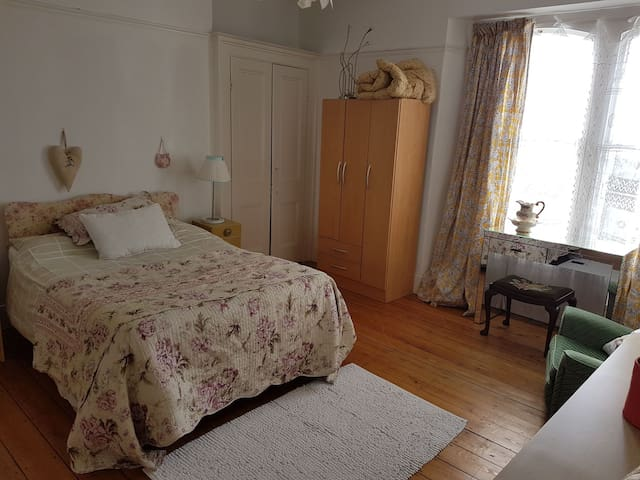 Large garden & sea view double room - Swansea - House