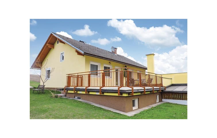Holiday cottage with 3 bedrooms on 90 m² in Liebenfels