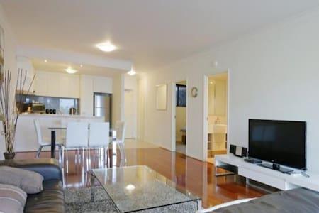 Frankly Francis - Exquisite Executive Apartment - Northbridge - Apartmen