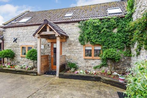 Stable Cottage, Hot Tub, Avon Farm Estate