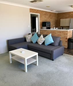Spacious self contained 1 Bedroom apartment - Edgewater - Apartment - 1