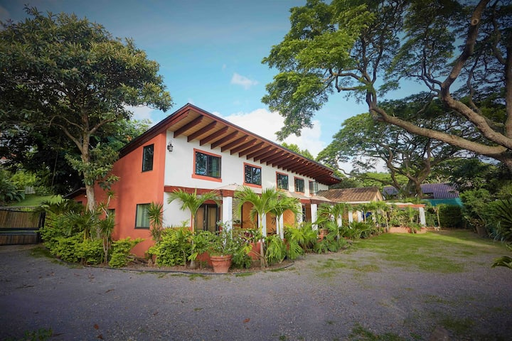 Honolulu Loft/ Cottage for 2