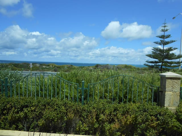 Room with an Ocean View - Hillarys - Casa