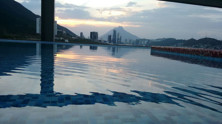 Sophisticated Living. Prime Location & Best View - Monterrey - Apartmen