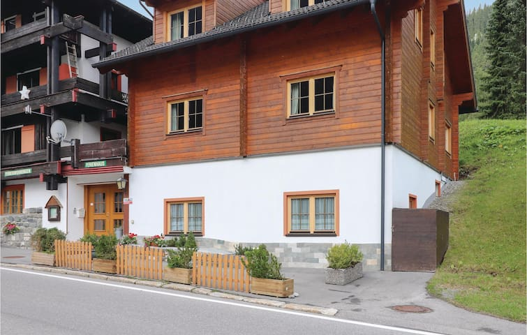 Holiday cottage with 8 bedrooms on 225m² in Gargellen