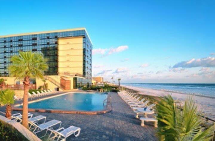 Beachfront 516 Daytona condotel