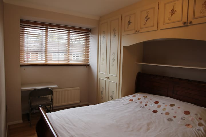 Double room with Wi-Fi, TV - Londra