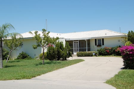 Charming waterfront house with dock - Punta Gorda - 一軒家