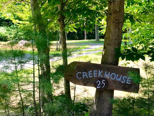 Creekhouse sign pointing the way.