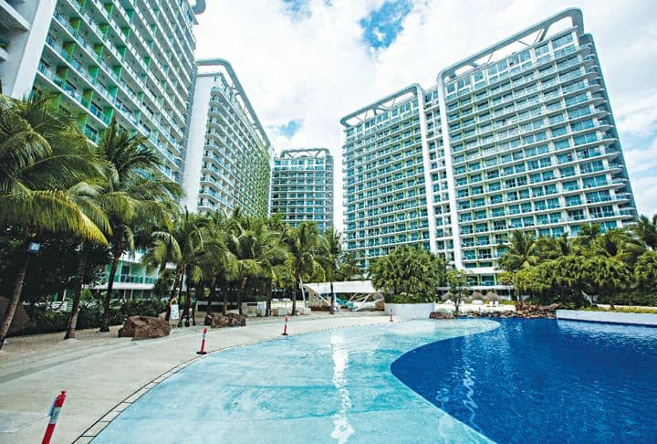 Resort Style Condo - close to airport 6months stay