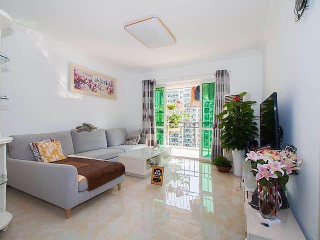 富瑰园小区高档住宅,两室短租。