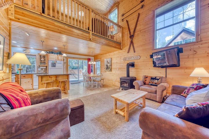 NEW LISTING! Dog-friendly, riverfront cabin w/ a fireplace & private hot tub