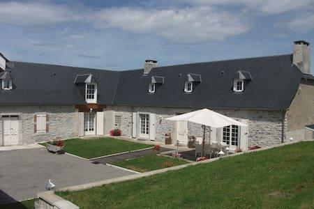 Maison Carmou - Avezac-Prat-Lahitte - Hus