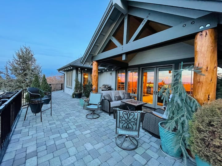 Ironstone Lodge - Luxury Living w/ Mountain Views