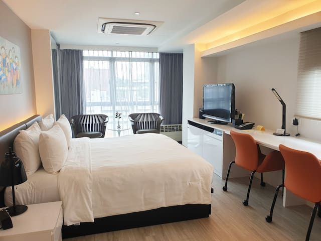 Spacious Premier Apartments in Central Singapore
