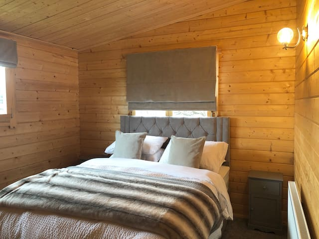 Beautiful Brand New Large Log Cabin -Choller Lodge