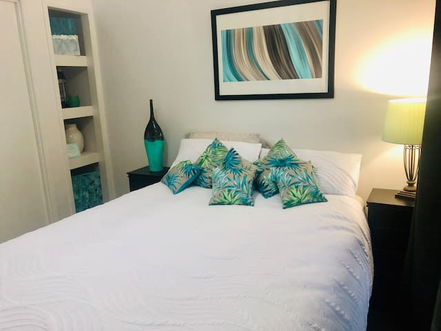 Sunny and Bright Queen bedroom