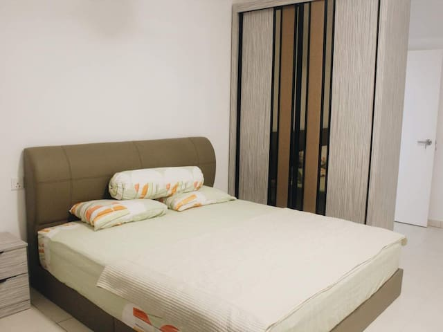5* Private room1 beside OliveTree/Spice attach BR