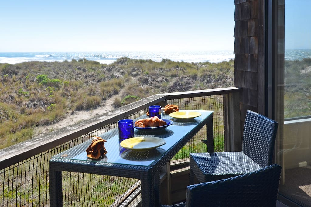 Just you, your coffee and the ocean for breakfast!