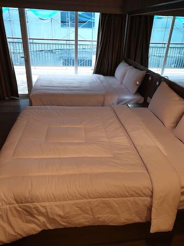 6orang, 2 Queen Bed, dapur, ruang makan, balkon
