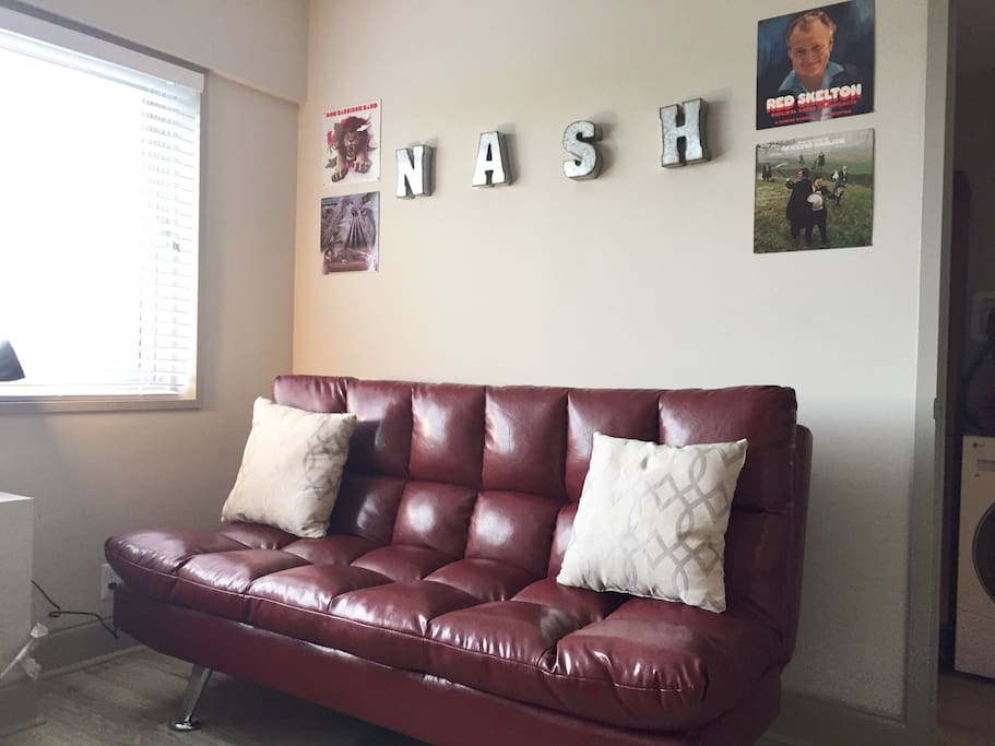 Retro Vibes in this Downtown Nashville Condo!