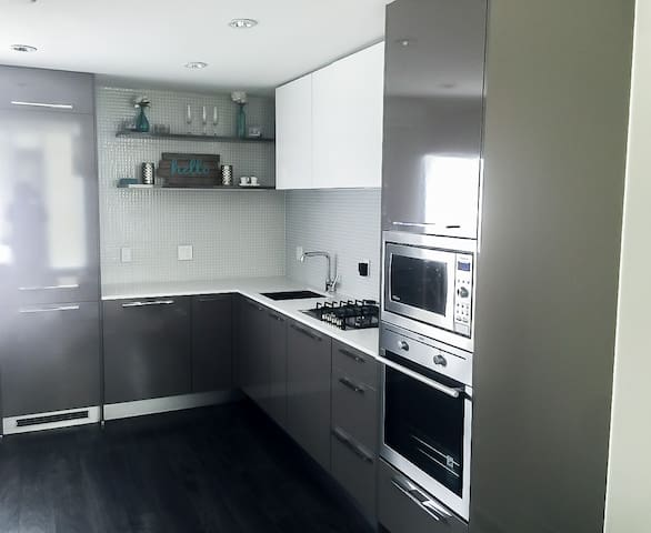 KITCHEN AREA WITH GAS COOKER
