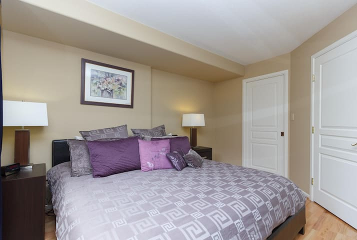 Deluxe 2 Bed, 2 Bath, 5 Min Walk to Downtown and Seawalk