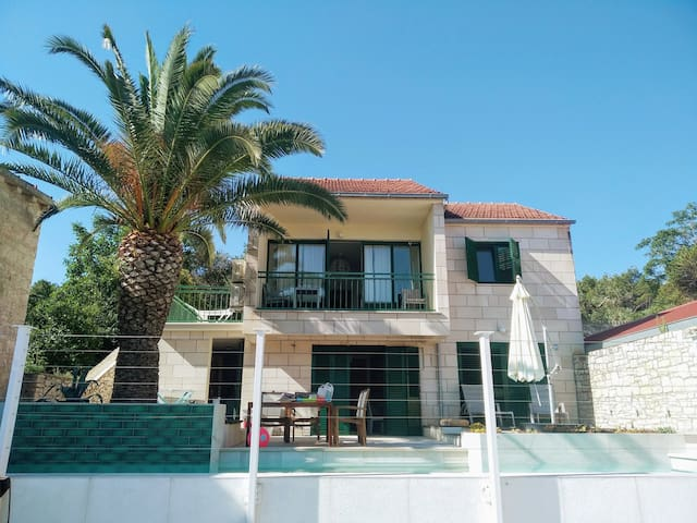 Seaview apartment in a holiday house with pool