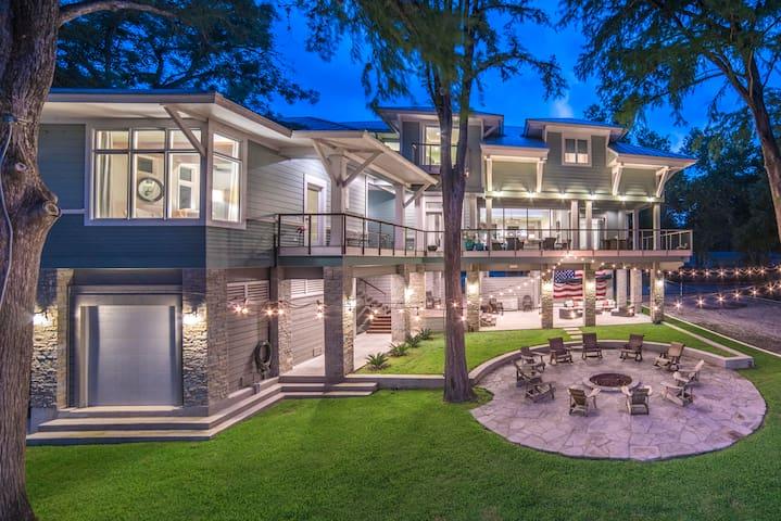 Luxurious  Lakefront rental- McQueeney