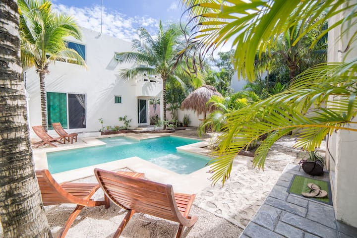 Casa Don Jose Tulum Apt #2, TV, AC, Pool & WiFi