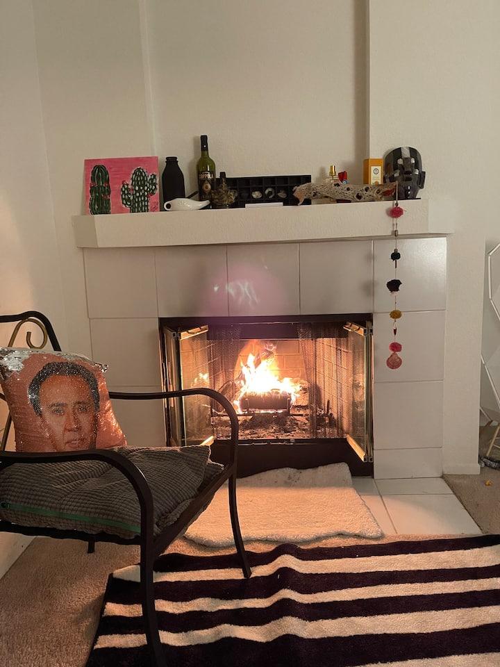2 Bedroom 1 bath La Jolla loft with fireplace