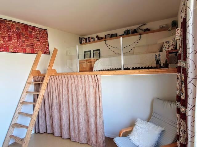 Belle chambre avec mezzanine