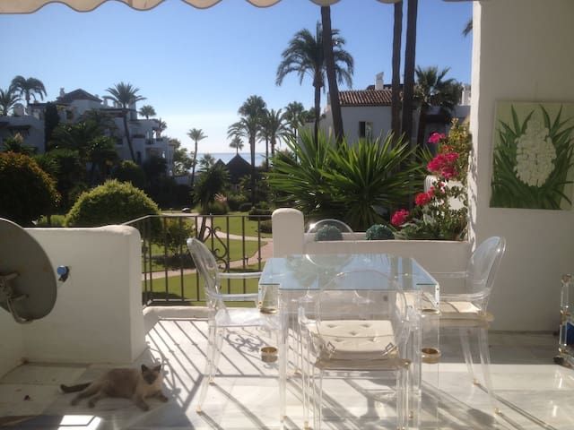 Alcazaba Beach 2 bedrooms Appartement. Sea views