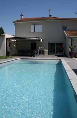 Belle Maison + Piscine Lyon Est Eurexpo - Saint-Pierre-de-Chandieu - บ้าน