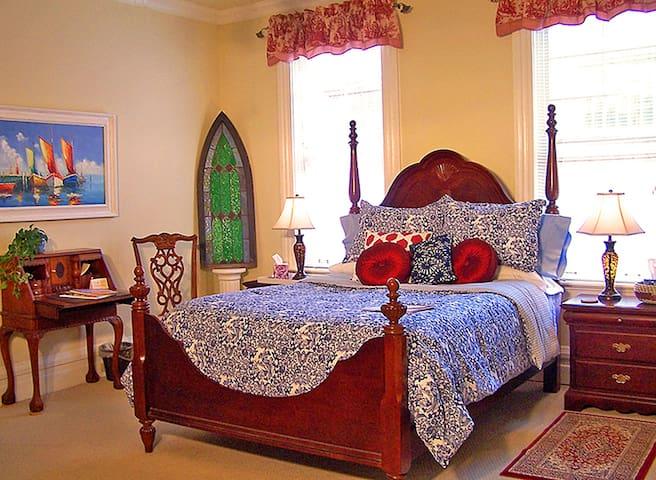 Headley Room - Queen Bedroom with Ensuite Bath
