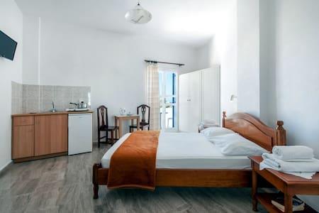 Double Room-9 - Kamari - Pis
