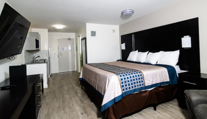 Coratel Inn & Suites Inver Grove Heights  - Deluxe 1 King Studio with Kitchenette NS