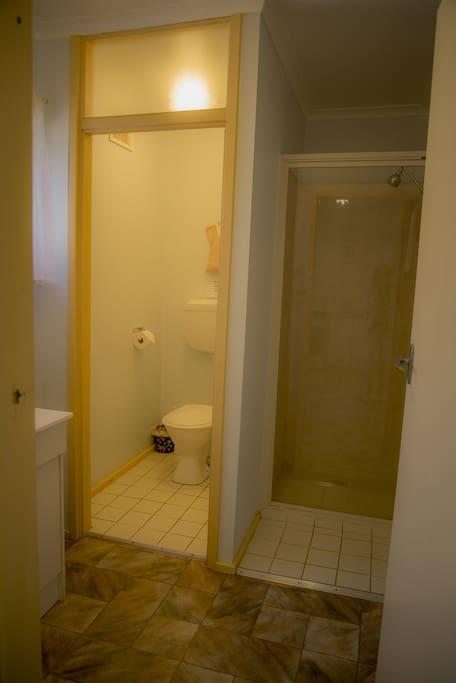 Pioneer Cottage 8 - Bathroom