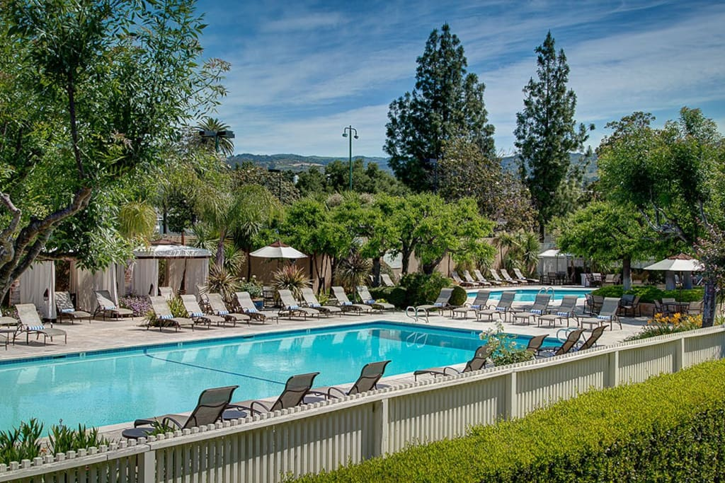 Main pool of the Silverado Resort. You have access to it when staying in this Airbnb apartment.
