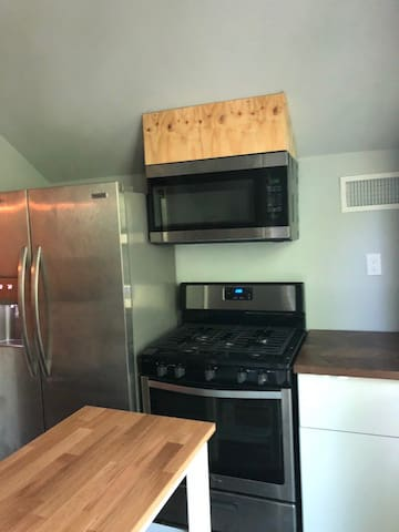 Full kitchen with all the amenities