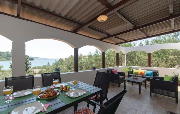 Holiday cottage with 2 bedrooms on 66m² in Vela Luka