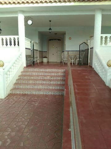 Beautiful bungalow in a big house - Alacant - Casa