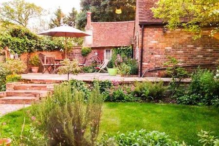 Luxury cottage in beautiful, quiet hamlet