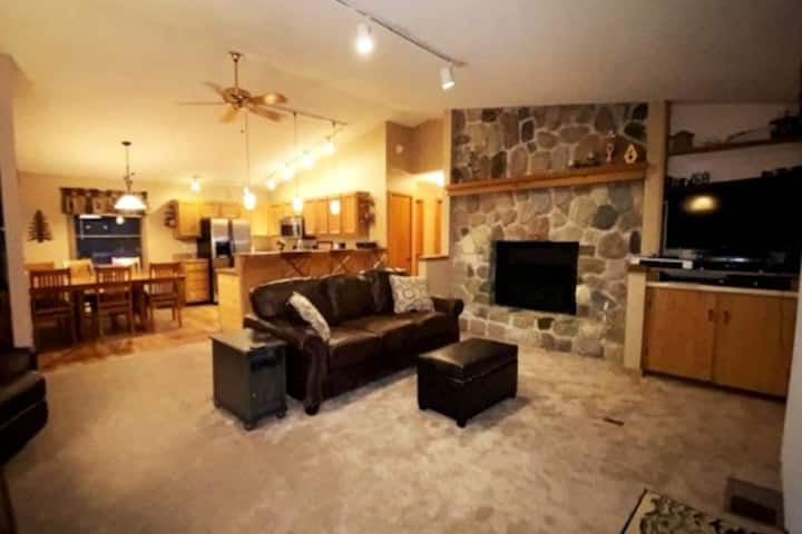 Shanty Creek Great Family Home Close to Ski, golf