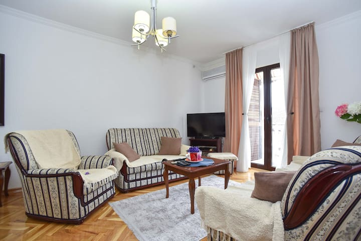 2 Bedrooms Apartment with  Private Parking Space