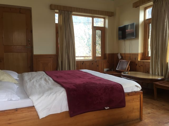 Mesmerizing View Cozy Room in Old Manali 5