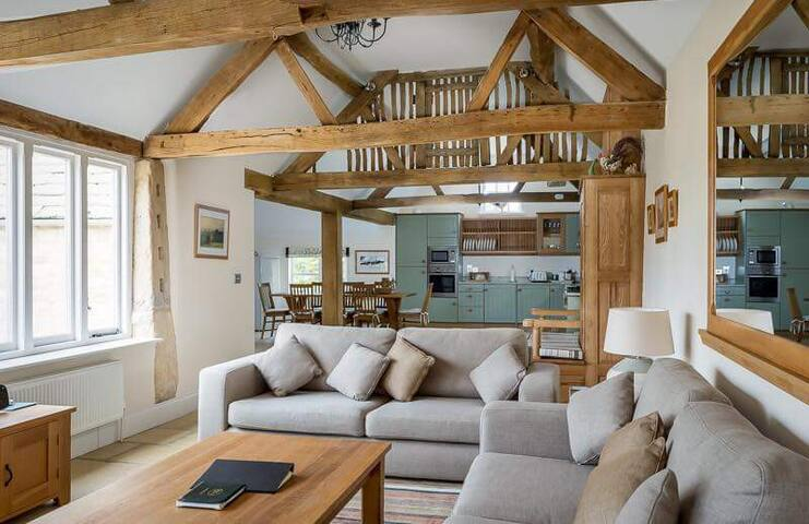 Groves Barn Exclusive use Set in Cotswolds